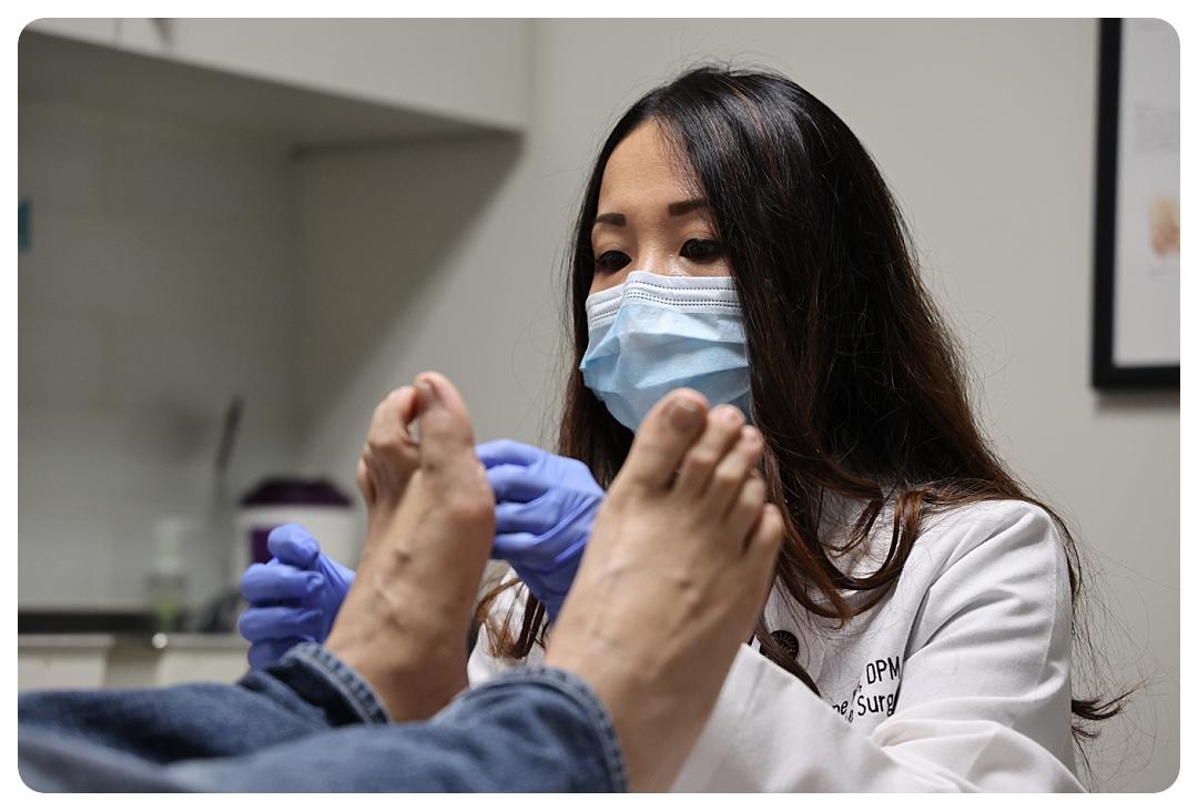 Dr. Daphne Yen & patient - OCfeet.com
